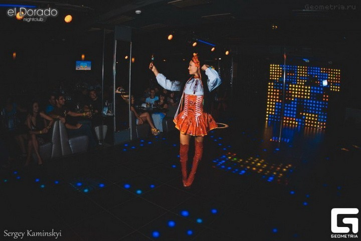 девушки танцующие стриптиз